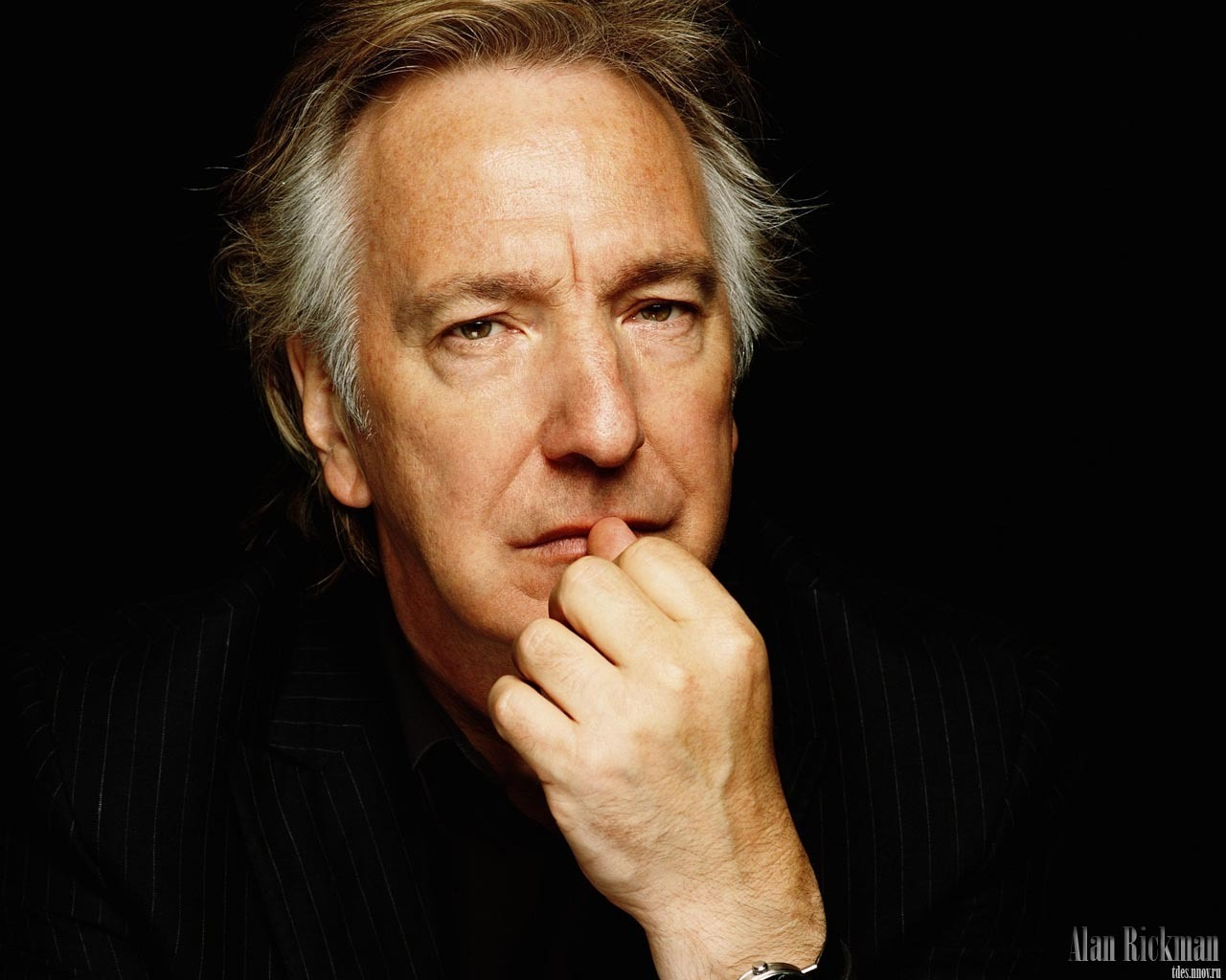 The 71-year old son of father Bernard Rickman and mother Margaret Doreen Rose Bartlett, 185 cm tall Alan Rickman in 2017 photo